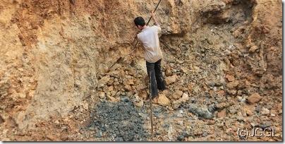 04粘土層の採掘